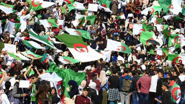 "manifestants of Algeria ""title ="" manifestants of Algeria ""/> </div> </div> <p>  <span class="