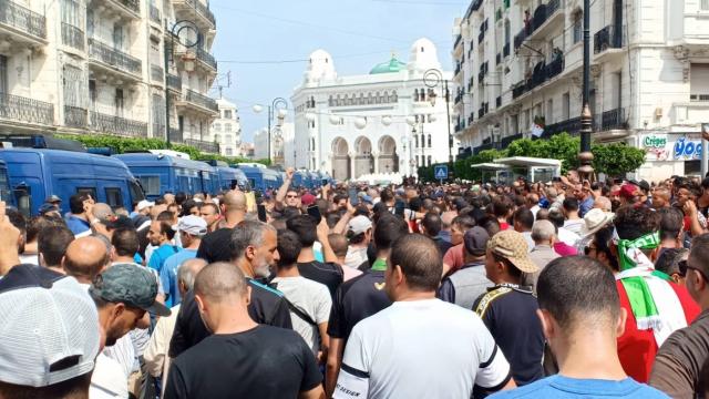 Algeria: Ahmed Gaïd Salah loses his effort to block the way to the demonstrators