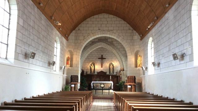 Intérieur de l'Eglise Saint Genulf et Saint Charles - Le Thoureil