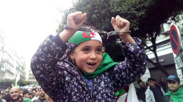 Algérie: un enfant demande à Gaïd Salah de libérer les otages de la contestation