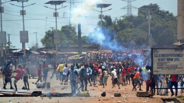 Guinée: après trois morts en début de semaine, l'opposition suspend ses manifestations