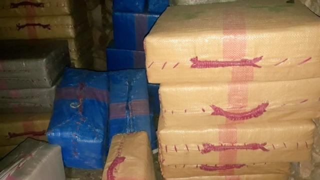 Lors la saisie de 7,504 tonnes de chira dans plusieurs entrepôts de la commune rurale de Taghjijt.