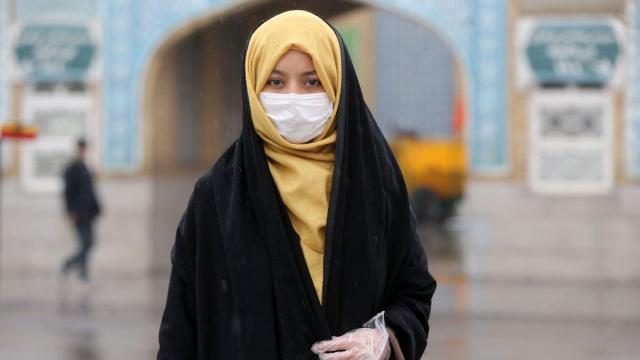 femme voilée et masque