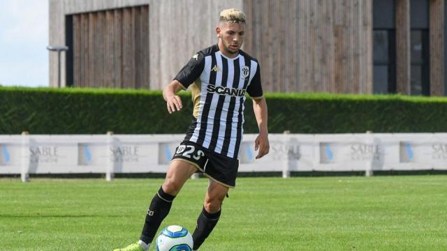 Farid El Melali, attaquant international algérien