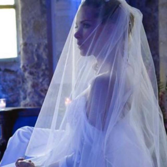 Melissa Theuriau devant le maire lors de son mariage