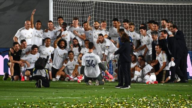 Les joueurs du Real Madrid célèbrent leur titre de champion d'Espagne.