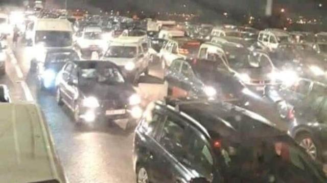 Au point de péage autoroutier entre Casablanca et Rabat