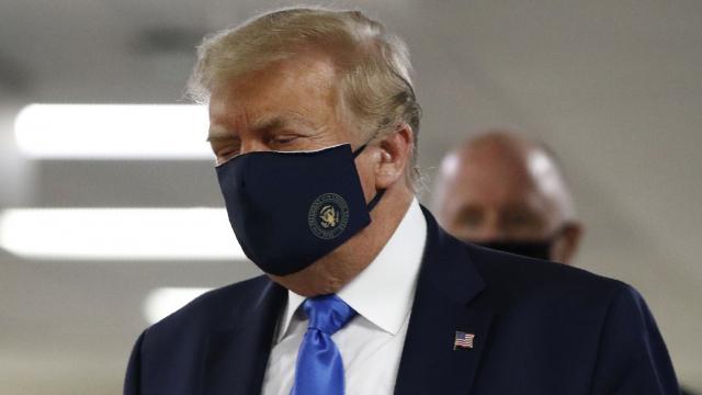 Trump avec un masque