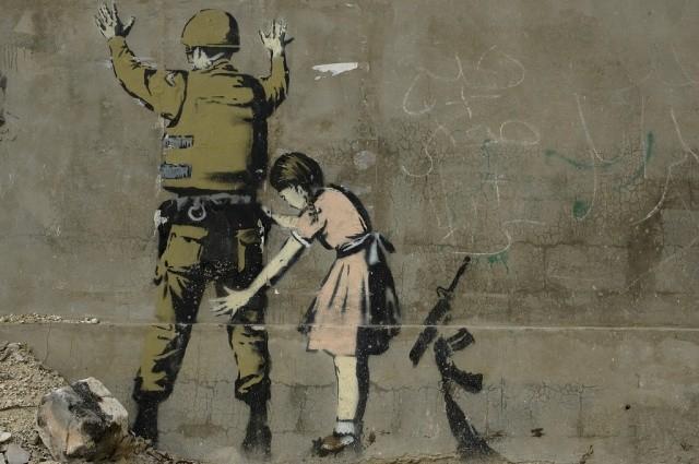 """""""la petite fille et le soldat"""" de Banksy"""