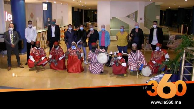 Cover_Vidéo: بداية توافد السياح الفرنسيين على أكادير بعد تسهيل إجراءات الدخول