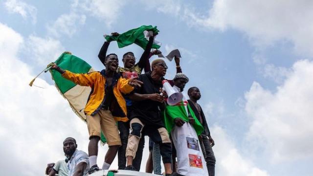 Nigeria: les manifestations se multiplient, l'armée hausse le ton