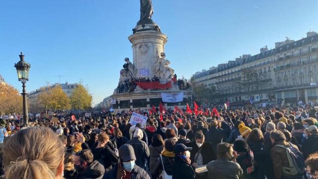 Lors de la manifestation de la diaspora marocaine, samedi 28 novembre 2020 place de la République à Paris