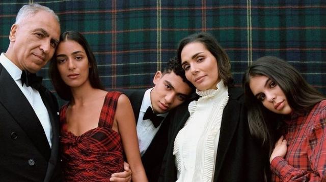 Nora Attal et sa famille posent pour Ralph Lauren