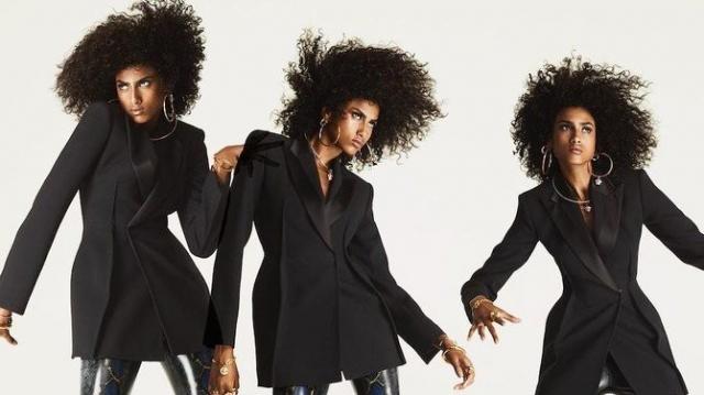 """Imaan Hammam, nouveau visage de la campagne """"Flash"""" de Versace"""