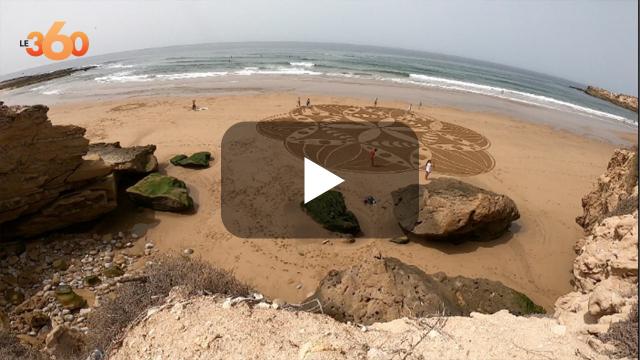 cover: أول فنان مغربي يرسم لوحات ساحرة بشواطئ المملكة