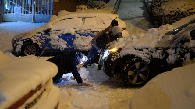 Voitures bloquées par la neige en Espagne