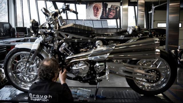 La Brough, moto mythique de Lawrence d'Arabie, renaît en France près de Toulouse
