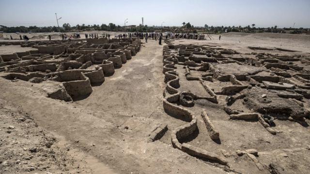 Egypte - Egyptologie - Louxor - Cité enfouie
