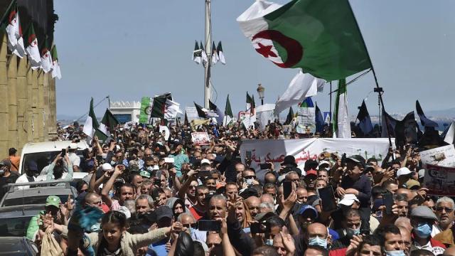 Vidéo. 118è mardi du Hirak algérien: les manifestants se sont levés tôt