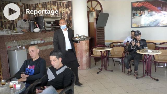 Cover Vidéo -  المقاهي تستقبل زبناءها بعد شهر من الإغلاق