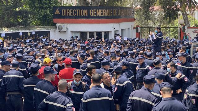Vidéo. jets de gaz lacrymogène sur les pompiers à Alger, alors qu'ils marchaient sur le palais d'El Mouradia