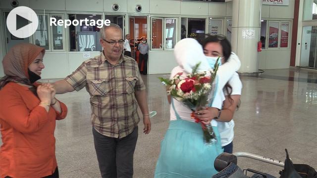Cover_Vidéo: أفراح ودموع لدى وصول جاليات مغربية إلى مطار وجدة