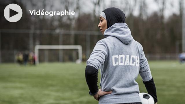Vidéographie - En Finlande, un hijab sportif offert aux jeunes musulmanes pour les inciter à jouer au football