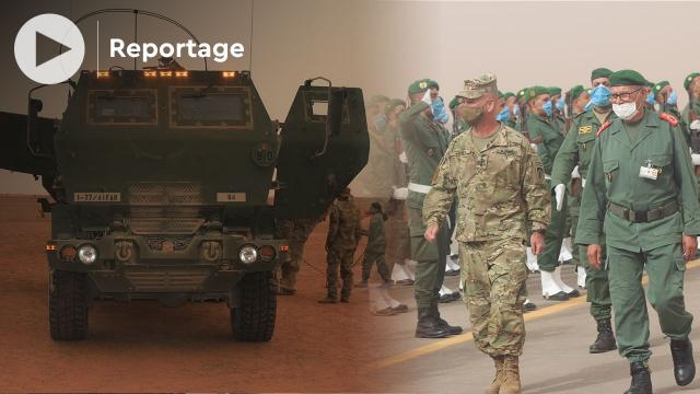 Cover Vidéo - الجيشان المغربي والأمريكي يتدربان على راجمات الصواريخ وإنزال مظلي بالمحبس بالصحراء المغربية