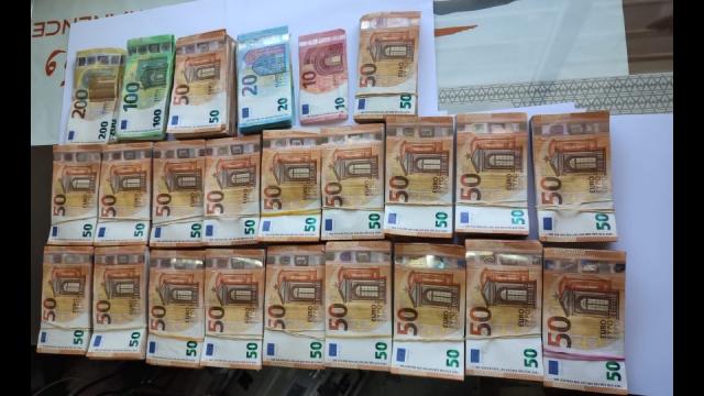 trafic d'importantes sommes d'argent en devise étrangère