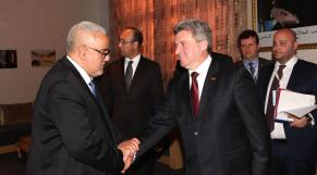 Poignée de mains chaleureuse entre le chef du gouvernement Abdelilah Benkirane et le président de la République de la Macédoine, Jorge Ivanov.