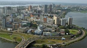Abidjan baie de Cocody Fitch maintient la note de la cote d'ivoire