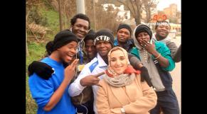 "Cover Video -Le360.ma •بالفيديو:""ماما حاجة"".. ""ملاك"" في خدمة المهاجرين الأفارقة بالشمال"