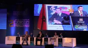 Cover Video -Le360.ma • مغاربة العالم يدرسون التأثيرات السياسية و الإقتصادية العالمية على ظروف عيشهم