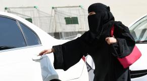 Saoudienne avec voiture