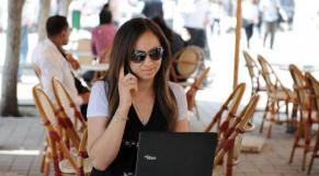 Utilisatrice wifi