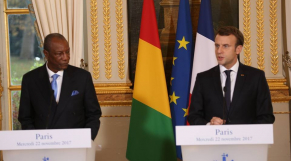 """Esclavage en Libye: pressé par Condé, Macron dénonce un """"crime contre l'humanité"""""""