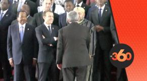 Cover Video -Le360.ma •Poignée de main entre le Roi et Ouyahya sous l'œil bienveillant de Macron