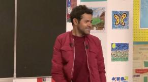 """Jamel Debbouze dans l'émission """"Au tableau!""""."""