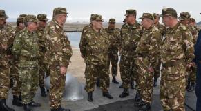 Algérie: retraités et actifs de l'armée ont le moral dans les chaussettes