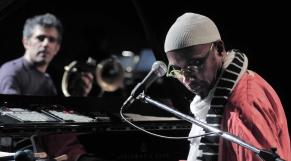 Après la diplomatie et l'économie, l'Algérie décrète son autarcie musicale