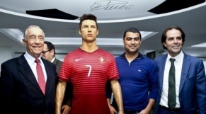 Souza et l'effigie de Ronaldo