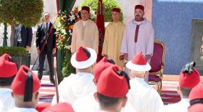 Le roi Mohammed VI, accompagné du prince héritier Moulay El Hassan et du prince Moulay Rachid, présidant, lundi 30 juillet au Palais Marchane à Tanger, une réception à l'occasion du 19e anniversaire de l'accession du souverain au Trône.