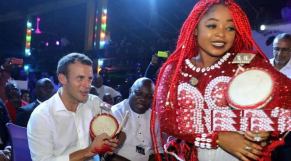 Vidéo-Diapo. Nigeria: Macron au rythme de l'Afrobeat sous l'œil averti de Youssou N'Dour