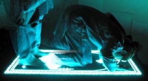 Le tapis de prieure lumineux