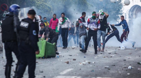 Vidéo. Algérie: malgré la répression, les manifestants veulent sympathiser avec la police