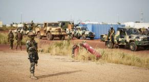 Mali: deux attaques contre deux bases militaires maliennes font plusieurs morts