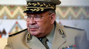 """Algérie: la Ligue des droits de l'Homme dénonce les """"manoeuvres"""" de Ahmed Gaïd Salah"""