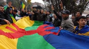 Algérie Gaid Salah Crée une vive polémique en interdisant le drapeau Amazigh