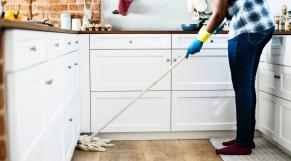 Femme tache ménagère