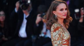 Natalie Portman illuminant le tapis rouge de la Mostra de Venise 2019.